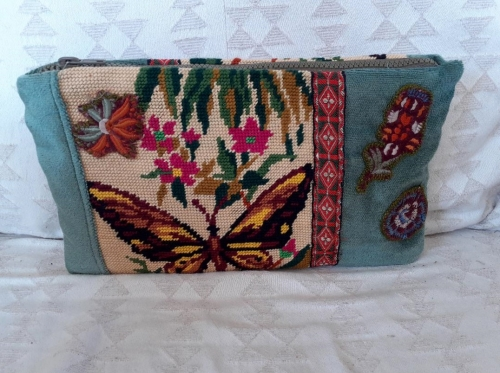 pochettes, canevas,broderies, appliqués, velours, broderies, recyclage,upcycling,création textile